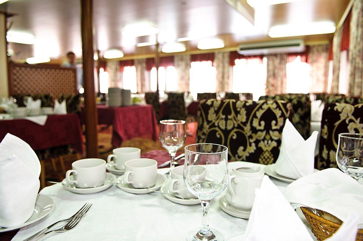 Ресторан на теплоходе Лебединое озеро